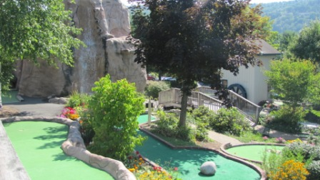 the fort mini golf